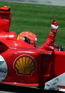 """Michael Schumacher win 2004"" von Rick Dikeman - en:Image:M schumacher win 2004.jpg. Lizenziert unter CC BY-SA 3.0 über Wikimedia Commons."